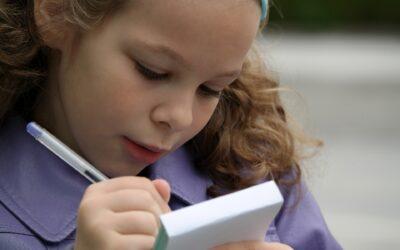 En magnettavle med ugeplan er det perfekte værktøj til enhver børnefamilie