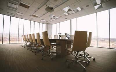 Sådan indretter du et indbydende mødelokale